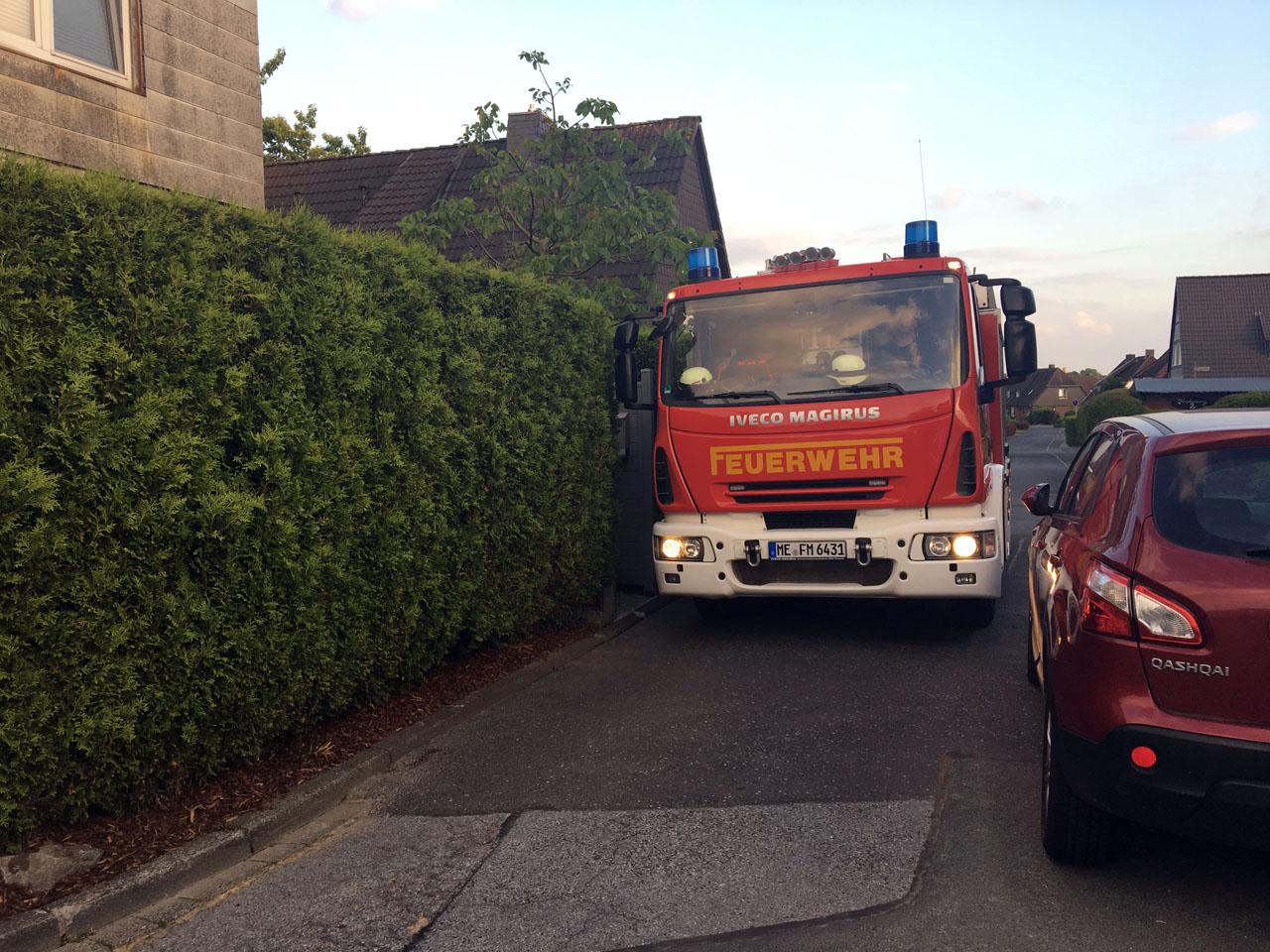 Schnelle Durchfahrt zum Einsatzort oft schwierig – Falschparker können  wertvolle Minuten kosten – Feuerwehr Mettmann